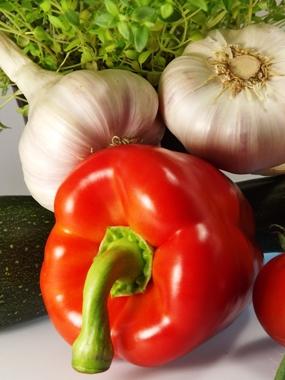 Frisches Gemüse und Knoblauch für beste Gesundheit