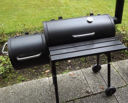 Barbecue Smoker mit Feuerkammer und Garkammer