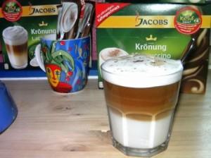 Cremiger Cappuccinoschaum geschichtet