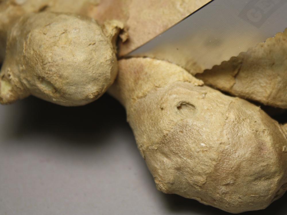 Ingwerrhizom schneiden - mit normalem Küchenmesser