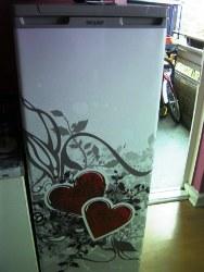 Kühlschrankfolie bringt frischen Wind in alte Küche