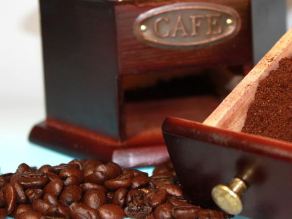 Kaffeebohnen frisch mahlen für besseren Kaffeegeschmack