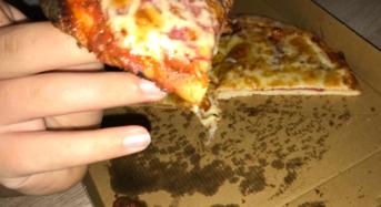 Rufen Sie das Pizzataxi