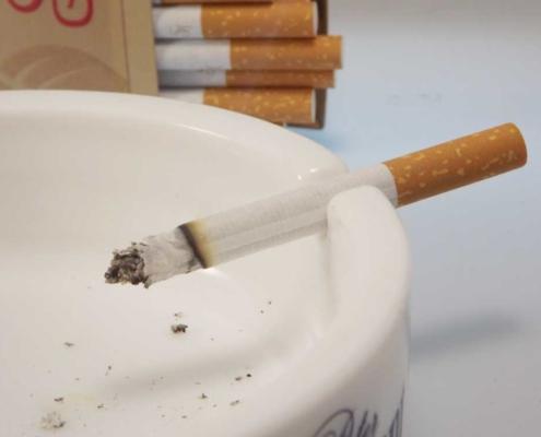 Ist Rauchen am Tisch erlaubt)