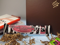Zero Zebra Organic Couverture Chocolate RICE MILK BAR with STRAWBERRY